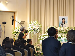 西葛西セレモニーホールで撮影されたのは、主人公の女子高校生のお葬式シーン