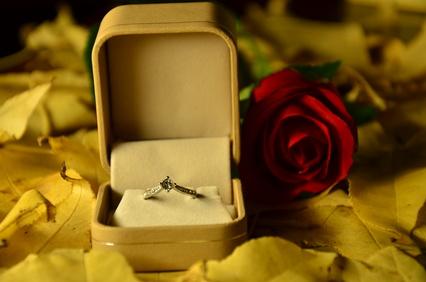 【相談】プロポーズされたはいいけど、その後が進まず不安…