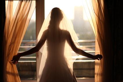 結婚すると幸せ?結婚する意味あるの?…答えは「NO」!