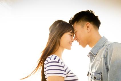 「思わず結婚したくなる女性」の条件って?男性の「結婚脳」を刺激できる2つのキーワード