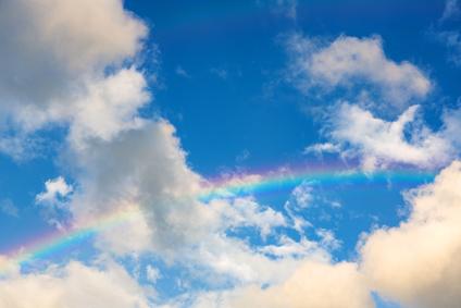 【恋愛占い】虹の七色からあなたの気になる色は?9月後半〜10月の虹色カラー占い