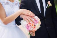 【恋愛運UP】10月におすすめ!恋愛運を上げる効果的なネイルカラー&デザインは?