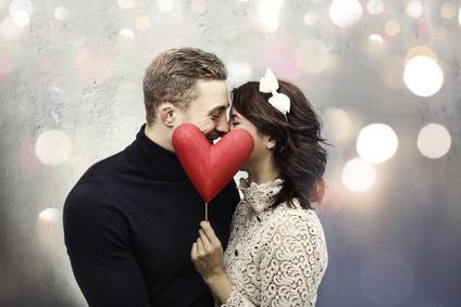 【恋愛占い】バレンタインに向けて気になる彼への接し方を知って告白成功率UP!12星座別