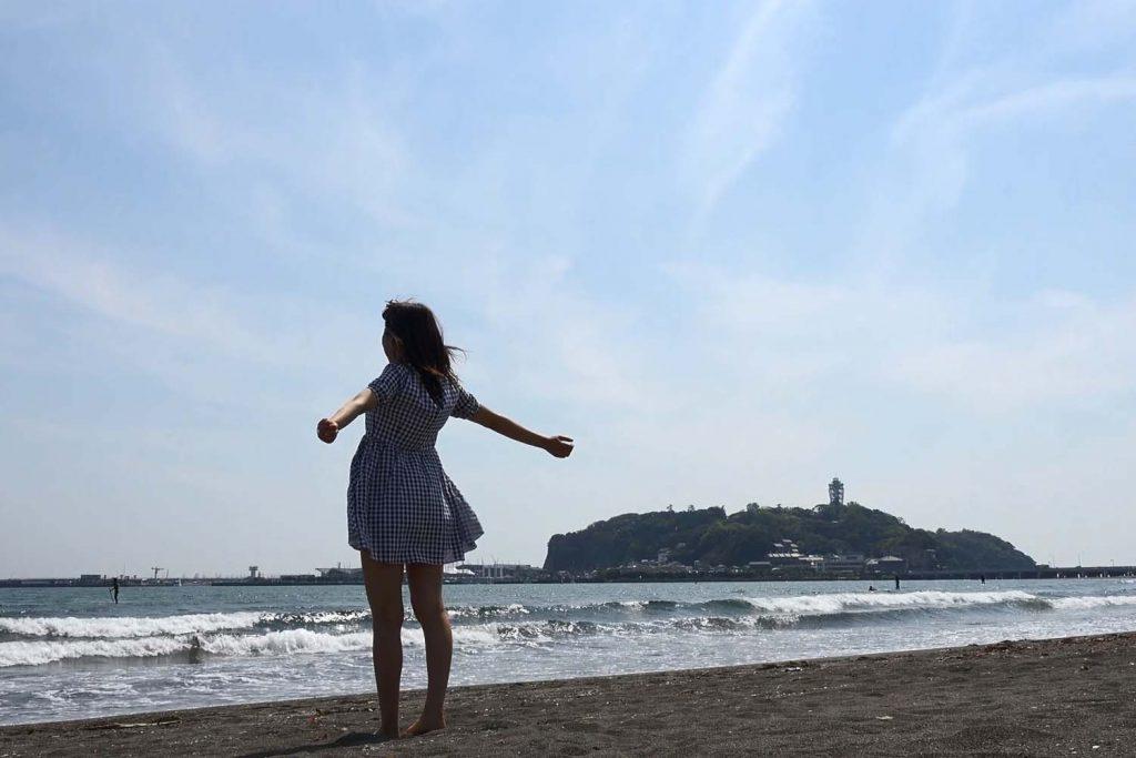 極・ト書き一行のカット割り! 第39回_両手を広げて気持ちいい/座って海を眺める