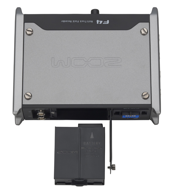 WZoom_F4_battery.jpg