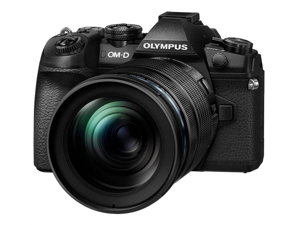 オリンパス製品が「カメラグランプリ2017」で三冠を達成
