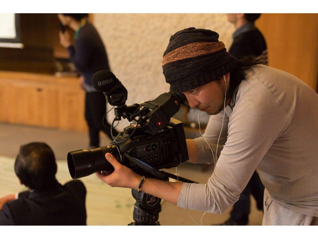 ドキュメンタリー短編映画「おぶせびと」の撮影で URSA Mini4.6K、DaVinci Resolve Micro Panel を使用