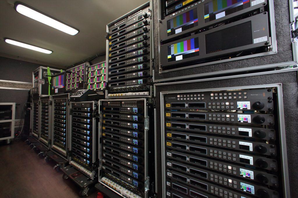 レスパスビジョン、NEWSのコンサートの収録に71台のHyperDeck Studio Proを使用
