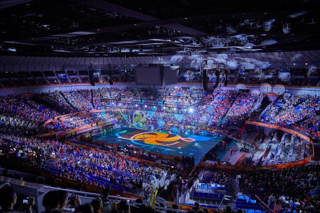 ネイキッド、『2018世界バレー 女子大会』の開幕セレモニーにて、全長400mもの巨大透明スクリーンを用いる空中での映像演出を担当