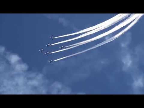 【Views】『入間航空祭』3分33秒~紺碧の快晴の空を一糸乱れぬ編隊が覆うシーンは圧巻