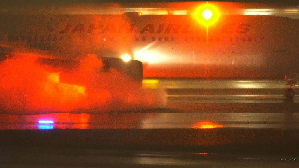 【Views】『スラストリバーサー』4分9秒~悪天候の羽田空港で撮影されたスラストリバーサー図鑑