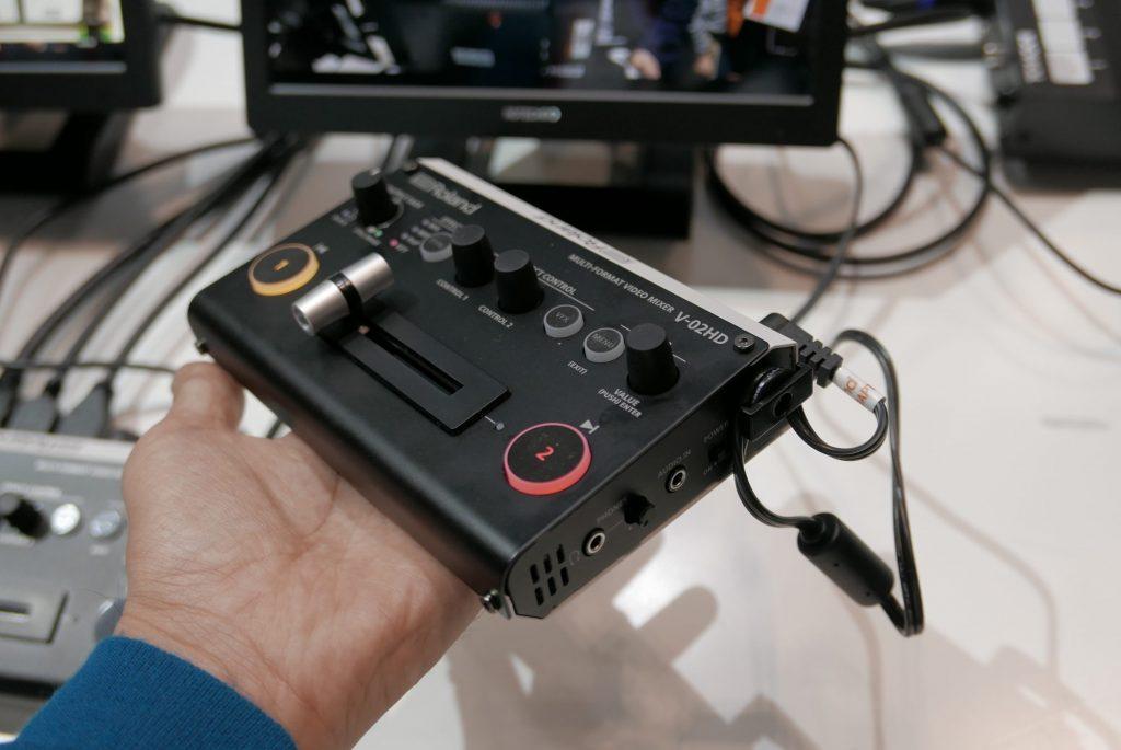 【InterBEE2018】ローランドは超絶コンパクトな2chスイッチャー・V-02HDを展示