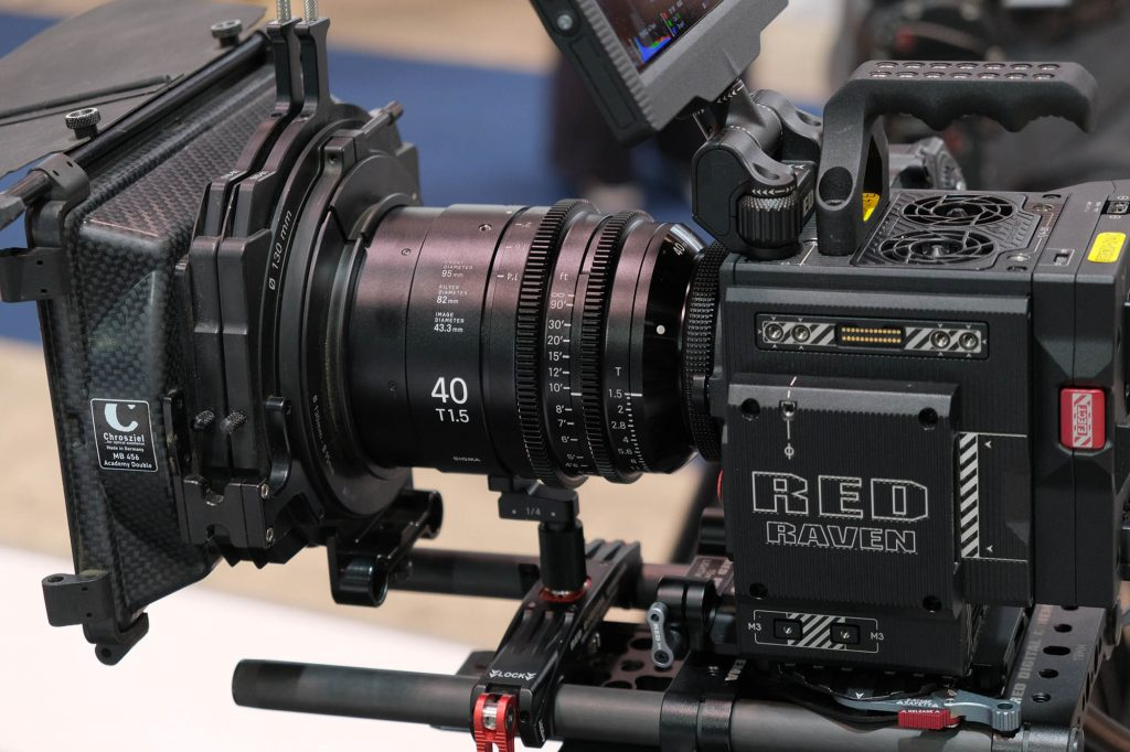 【Inter BEE 2018】シグマ、CINE LENS 40mm  T1.5 FFなどを展示
