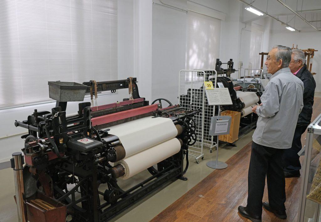 農工大で「放送技術のこれまでと将来」を見た後に行った繊維関連機械室に驚く