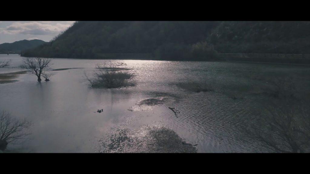 【Views】『Lake Senjouji』1分26秒~晩秋の湖の風景を、神秘的なタッチでスケッチ。静かに流れる音楽とカメラは丁寧に湖面を進む
