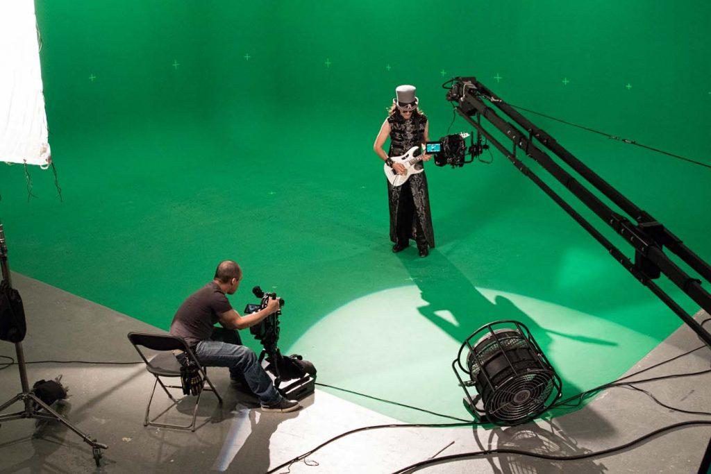 ブラックマジックデザイン、DaVinci Resolve 15およびURSA Mini Proでスティーヴ・ヴァイのVFXを多用したミュージックビデオ