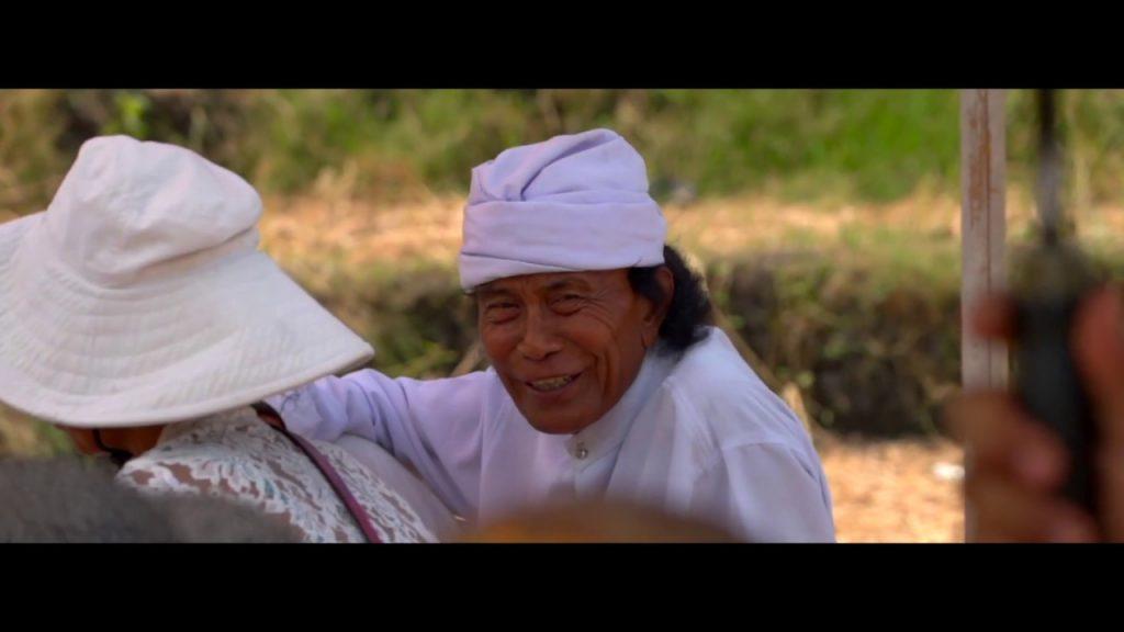 【Views】『What I have seen in Bali』5分5秒~本物のバリが見えてくる。何も語らず、加えず、ひたすらバリ島の住民たちを見つめる眼。本編を貫く一筋のストーリーの道も感じる