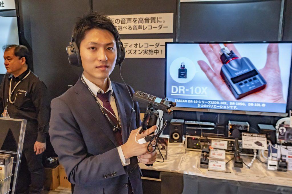 【CP+2019・プロ向け動画エリア】タスカムはUSBオーディオインターフェイスを搭載し、iOS端末用マイクとしても使えるリニアPCMレコーダーを展示