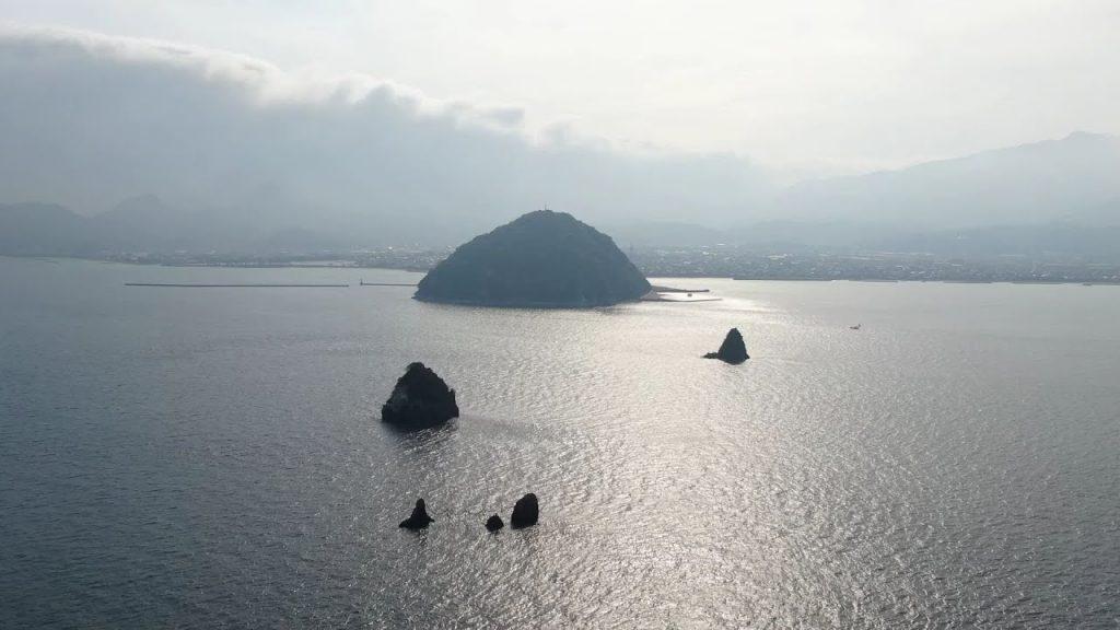 【Views】608『私のふるさと探訪 愛媛県松山市北条鹿島』4分38秒〜陸地から沖合400mの瀬戸内に浮かぶ小島。 空から、船から、そして島からの視点でこの丸みをおびた可愛らしい島を紹介
