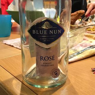 Blue Nun Sparkling Rosé Edition