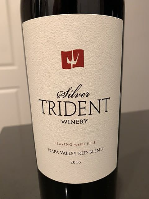 Silver Trident Winery Playing With Fire(シルバー・トライデント・ワイナリー プレイング・ウィズ・ファイアー)