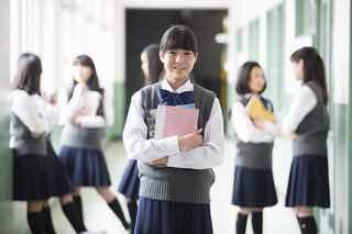 元不登校生たちが運営するフリースクール「Riz」で中高生たちと交流して...