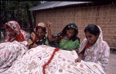 バングラデシュの伝統刺繍でクリスマスカードをつくろう