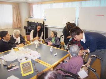 12月1日(土)おばあちゃんたちとお化粧&おしゃべりを楽しむ!/東あず...
