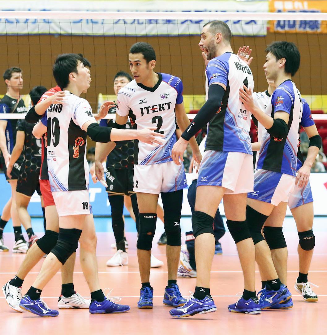 バレー ブイ 男子 リーグ 日本のイケメン男子バレー選手が試合中にキスした動画が海外で人気沸騰中