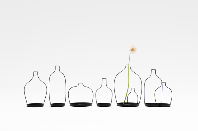 thin black lines26-vase