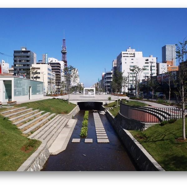 近隣観光名所❷ 札幌のまちの中核となった人工河 創成川公園