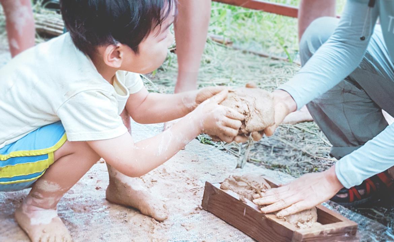【土房子。香港製造】『Mud 野 磚』 — 親子土磚工作坊