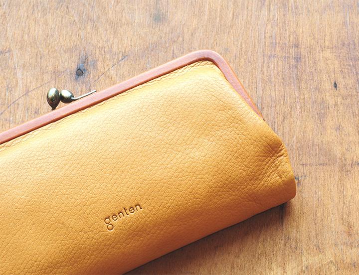 b08b2cede2ba カッチリとしたデザインが多い長財布では珍しい、優しくナチュラルなデザイン。がま口の使いやすさと長財布の収納力を合わせた欲張りなモデル。
