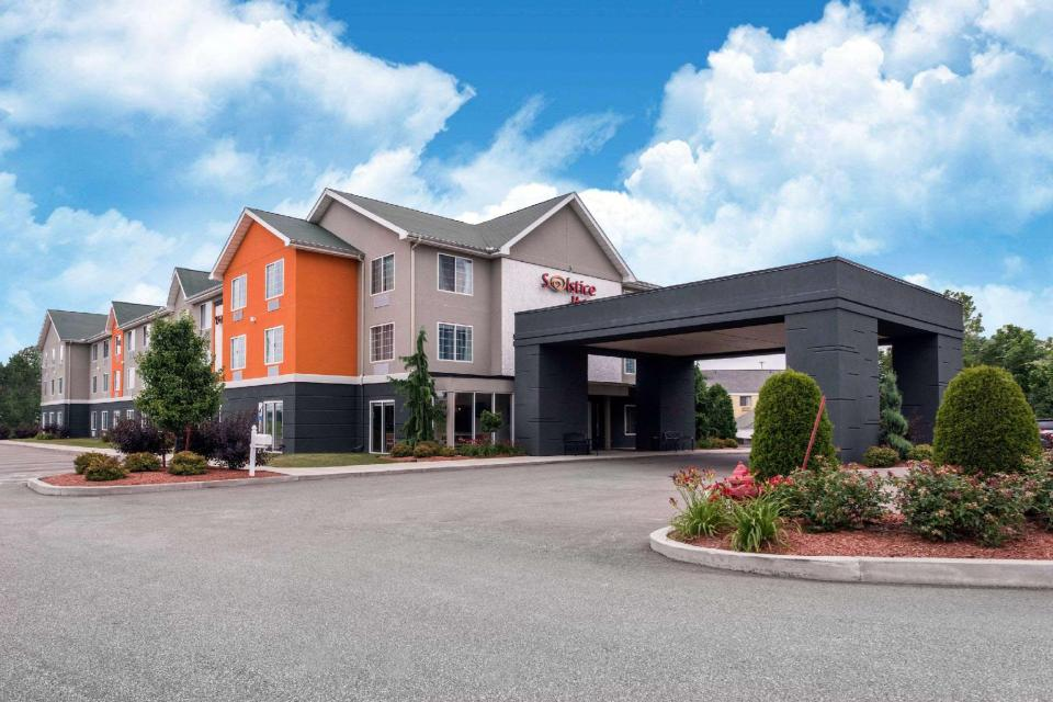 Book Country Inn & Suites by Radisson Erie PA (Erie (PA)) at