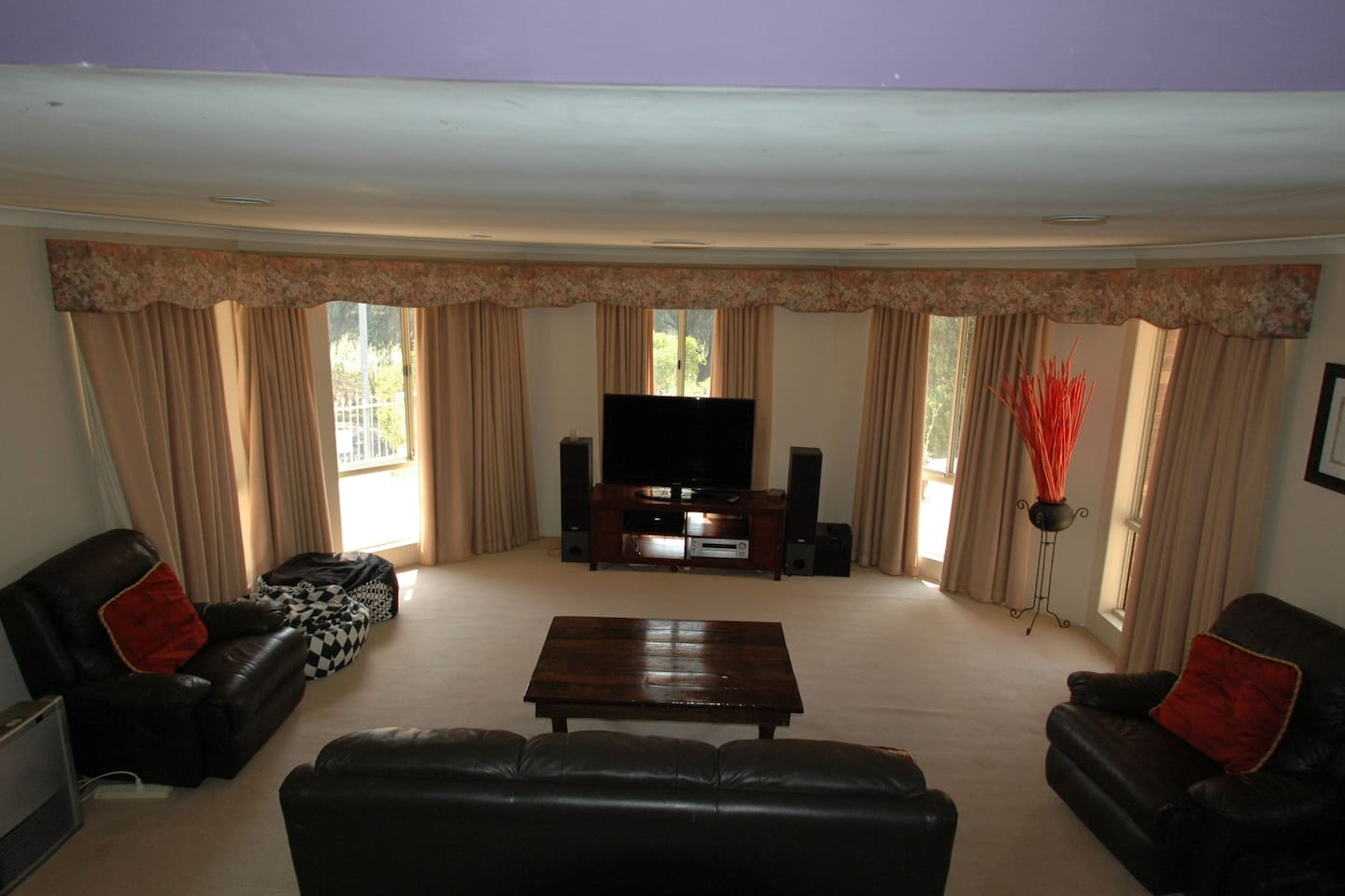 Book Large Family Home, Gateway to South West Region at the best