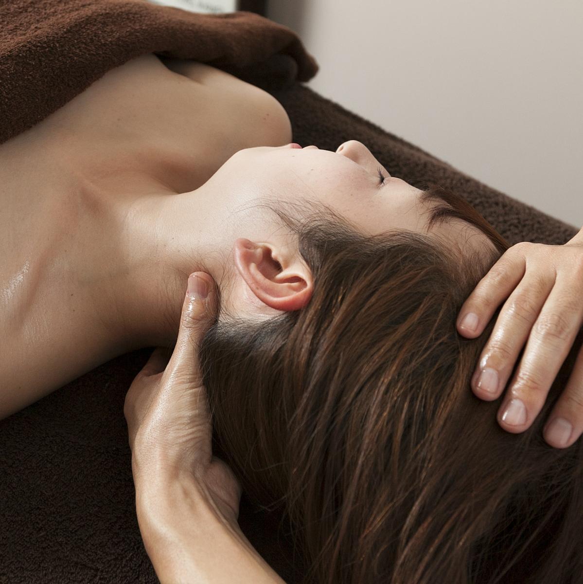 【肩首コリ・頭痛・眼精疲労に】アロマで肩・首・ヘッドマッサージ(ホットストーン付き)        のイメージ