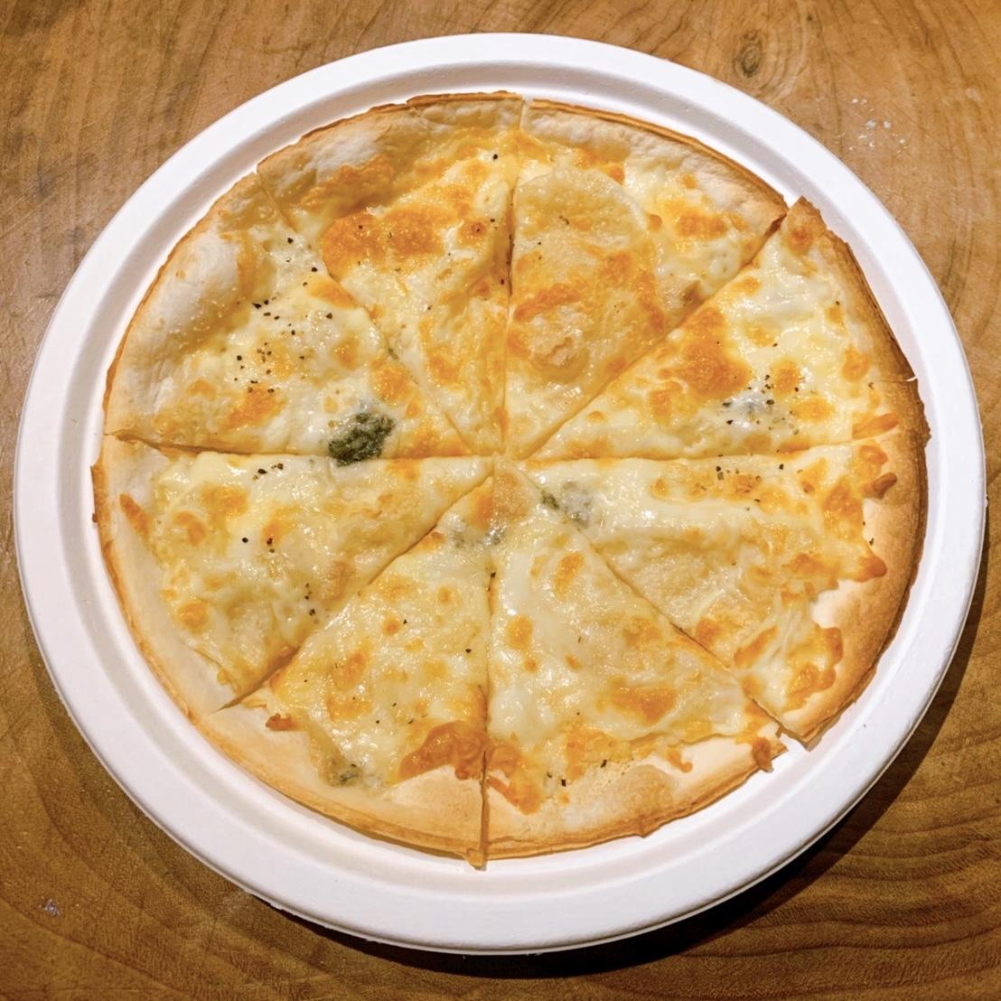 4種のチーズピザのイメージ