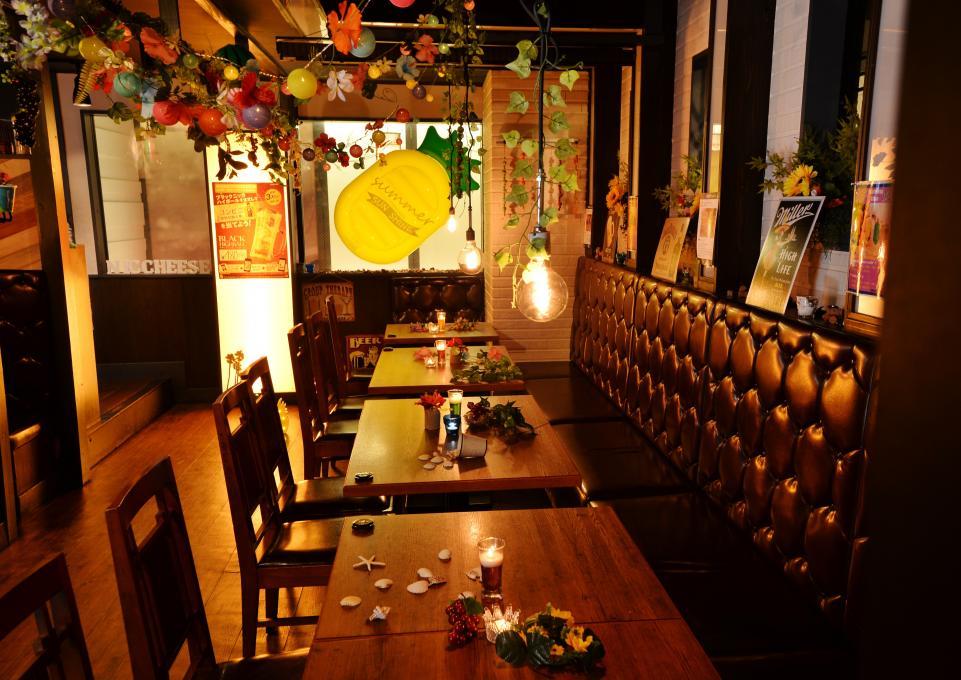 森の中のレストランをイメージしたおしゃれな店内のイメージ