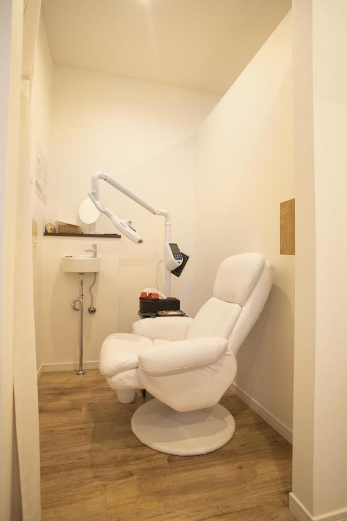 【45分 セルフでエステ】歯のホワイトニングマシンのイメージ