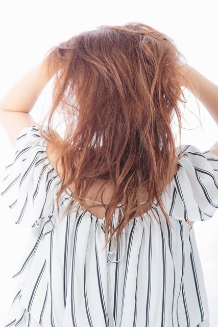 乾燥する秋冬シーズン到来。パサパサ髪の乾燥対策を教えて