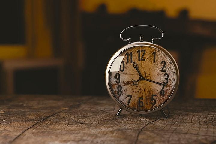 【社労士監修】時間外労働(残業時間)とは?上限規制や労働時間の概要をご紹介
