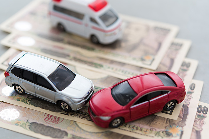 【社労士監修】第三者行為災害とは?交通事故時に労災は使える?求償、自賠責保険と示談の注意点!