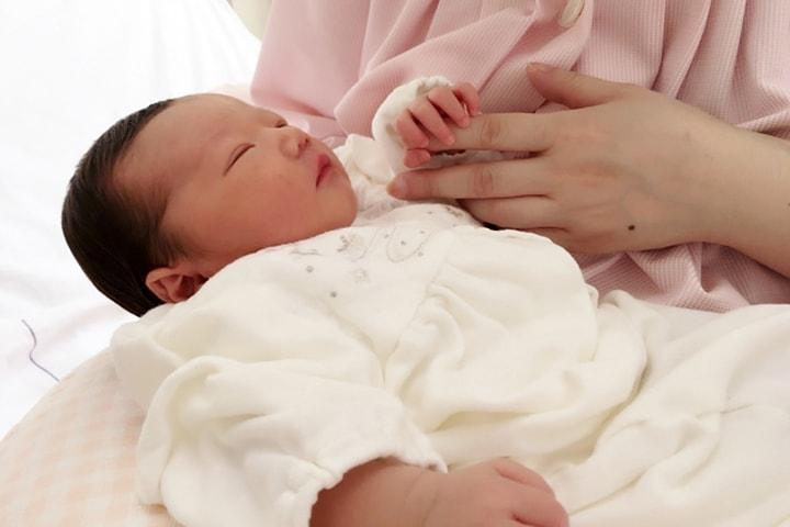 【社労士監修】産前産後休業取得者申出書とは?手続方法や記入例・提出先、産休中の変更への対応をご紹介