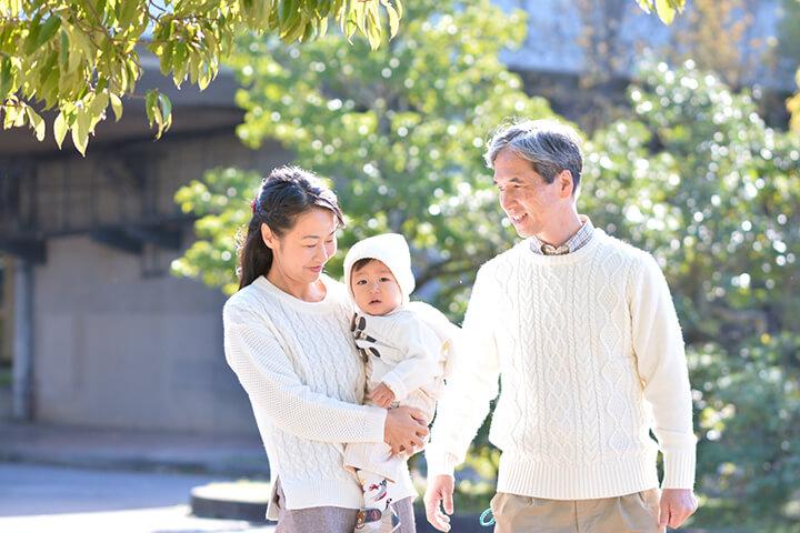 【社労士監修】70歳以上の従業員の採用時または従業員が70歳になった際の社会保険手続きは?