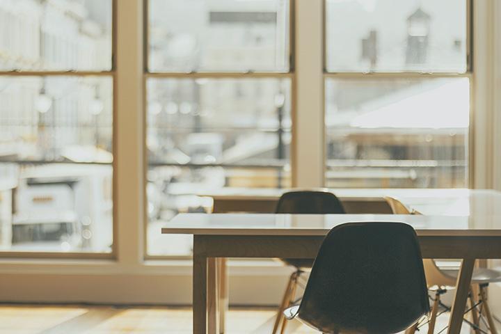 フリーアドレスはペーパーレス、働き方改革に効果的!メリットや課題、事例をご紹介