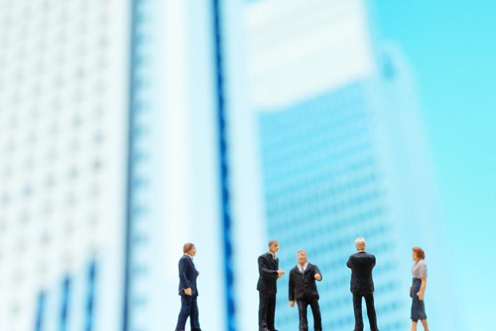 タスクフォースとは?組織改革・業務改革に必要な役割やプロジェクトチームとの違いを解説!
