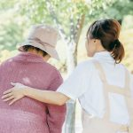 介護休暇とは? 介護休業との違いや対象者、介護休業給付金制度を解説!