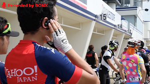 PTTモードを使用してレース中の選手と会話