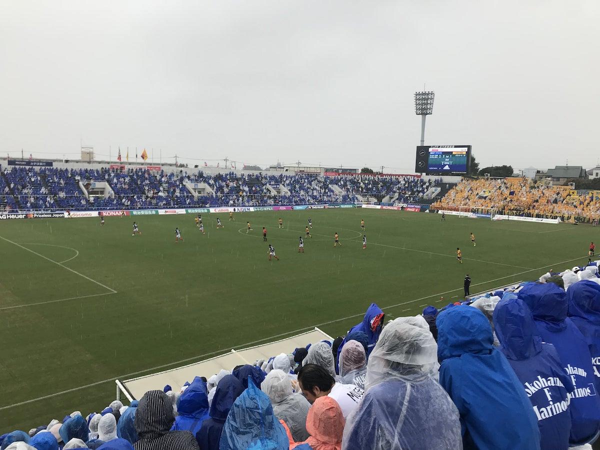 サッカー観戦の様子