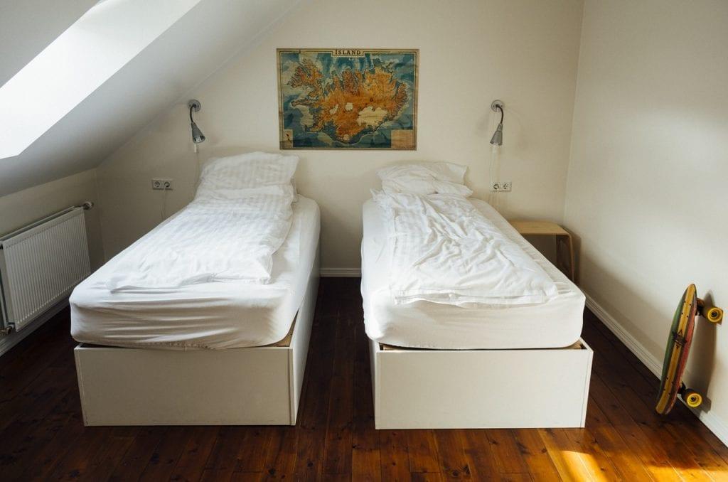 twin-bedroom-dorm